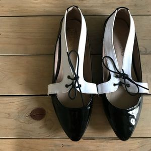 Restricted Cut-Out Oxford Flats